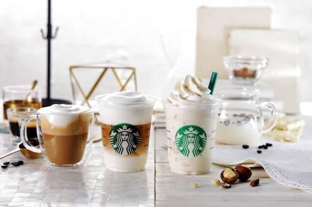 左/中「ムース フォーム ラテ(HOT/ICED)」、右「ホワイト ブリュー コーヒー&マカダミア フラペチーノ(R)」