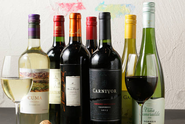 約10種類のワインを常時とりそろえ