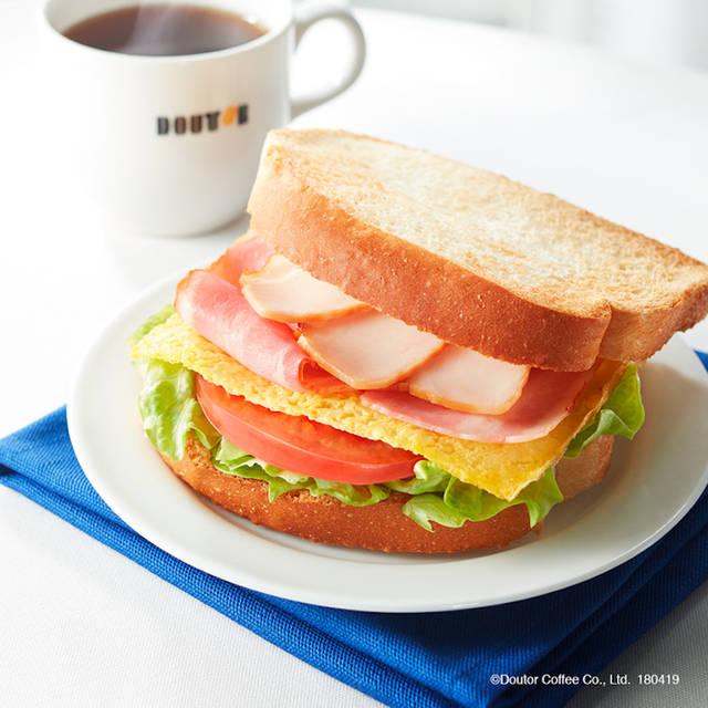 「朝カフェ・セットB クラブハウスサンド」選べるドリンク付 390円(税込)