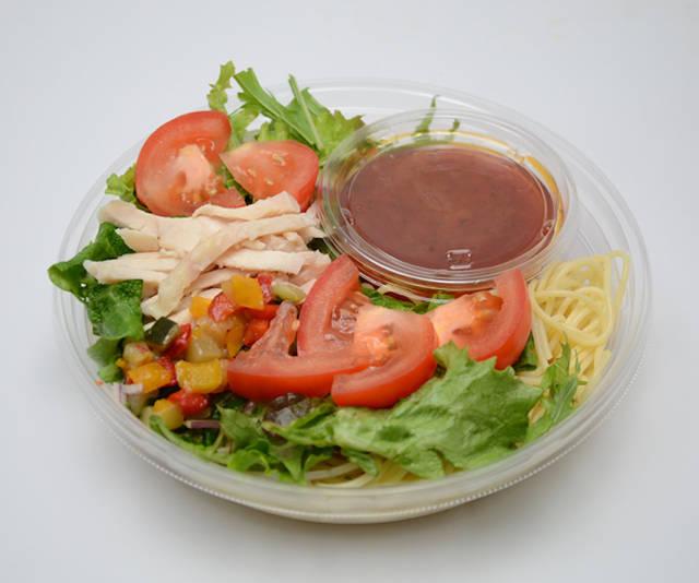 「野菜と食べる冷たいパスタ!蒸し鶏とトマトソース」(税込460円)