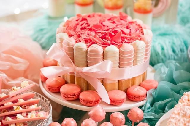 りぼんに包まれて ピンクチョコレートファッジケーキ