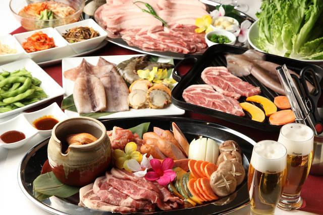 サーロインの他、新鮮な魚介類や肉類、野菜もふんだんに用意