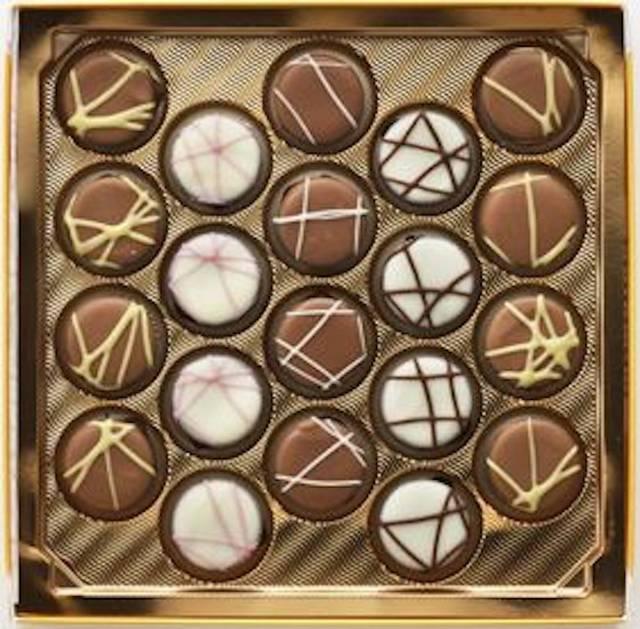 甘酸っぱく、爽やかなヨーグルトフレーバーのフィリングをチョコレートで包み込んだ