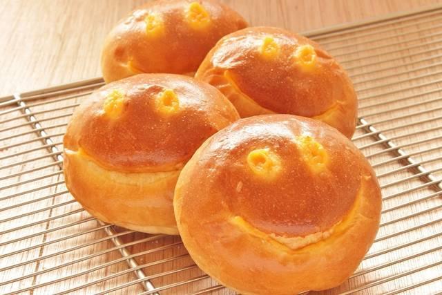 「しあわせを呼ぶクリームパン」も、1個20円(税別)で提供