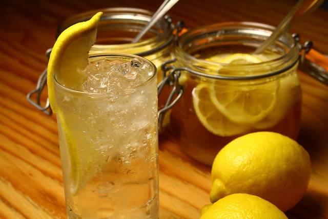 レモンサワーブースでは、いま流行りのレモンサワーが楽しめる