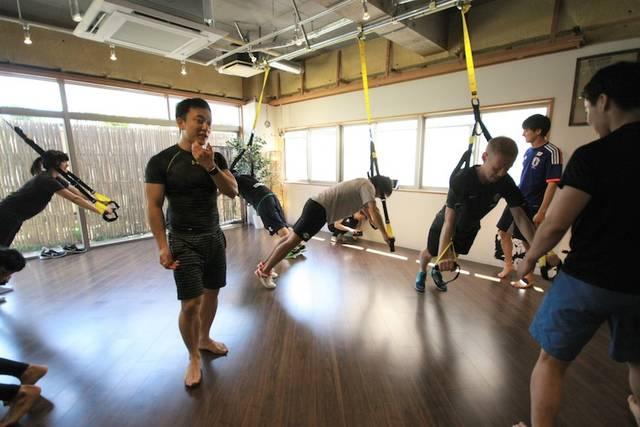 インストラクターの指導の下、家にいながら本格的に体を鍛えることが可能となる