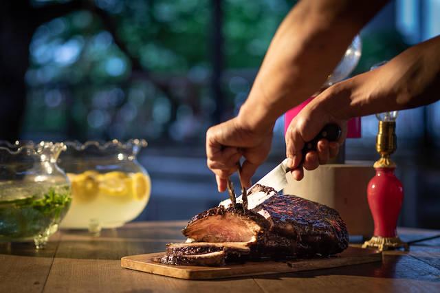 """焼きたてを、みんなでをシェアできる""""塊肉"""""""