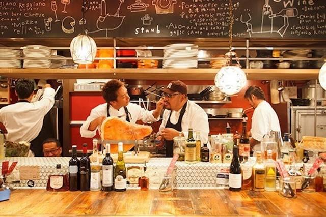 「DRAEMONセブン」イメージ--活気溢れるオープンキッチンと、ワイワイガヤガヤと楽しめる店内