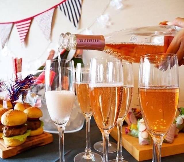 世界各国の、100種のスパークリングワインが楽しめる