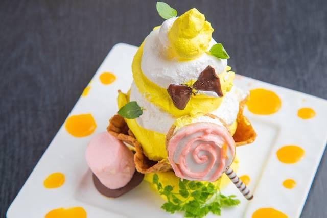 「パッションフルーツとバニラクリームのパフェ ソフトクリーム仕立て」(980円)