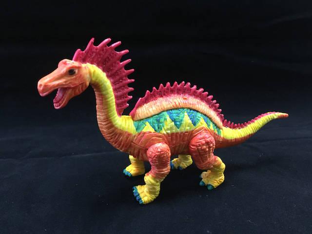 「恐竜の色付け」イメージ