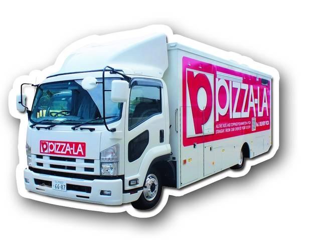 「PIZZA-LA」のピザもキッチンカーで販売