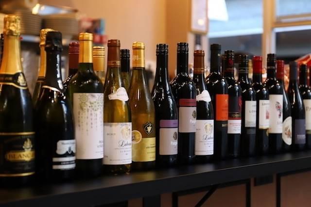 ソムリエが厳選した15種類のワインも飲み放題に
