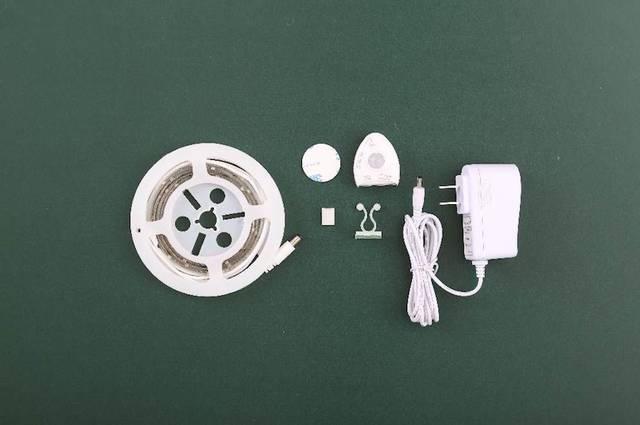 テープ状でやわらかい素材のLEDライトは曲面にも貼ることが可能