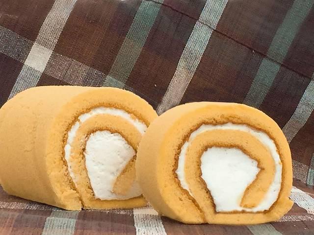 「はちみつチーズロールケーキ」2本入り:1,990円(税込)