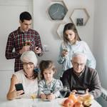 格安SIMに家族割引はある? 全員乗り換えでいくらお得になるか調べてみた