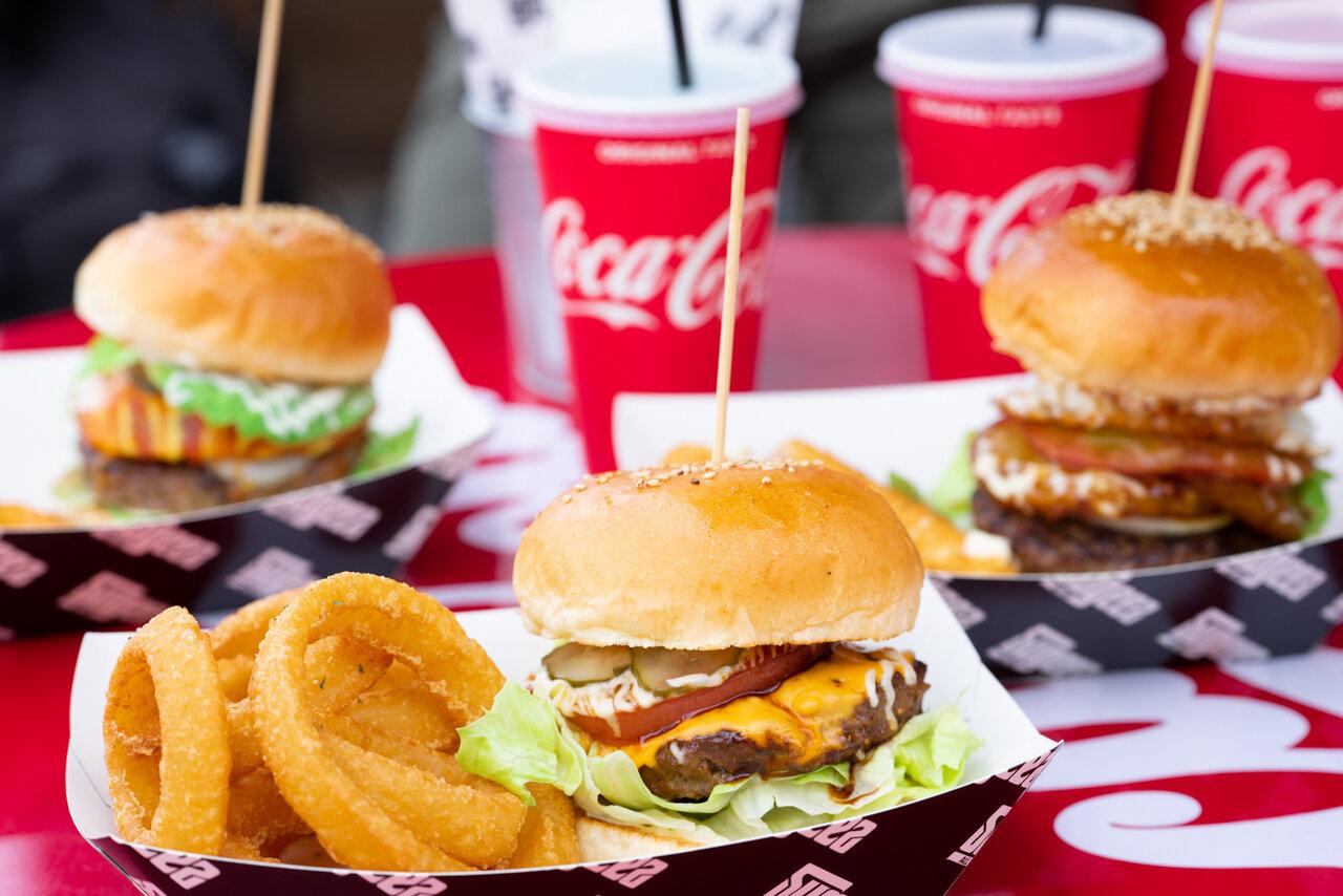 気になっていたハンバーガー屋『SUGEEZ(スージーズ)』。分厚いハンバーガーで幸福感を得たいならここに決まり!
