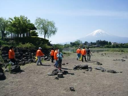 2017年富士河口湖町一万人の清掃活動 : もの作りの裏側 太陽電機株式会社ブログ (381)