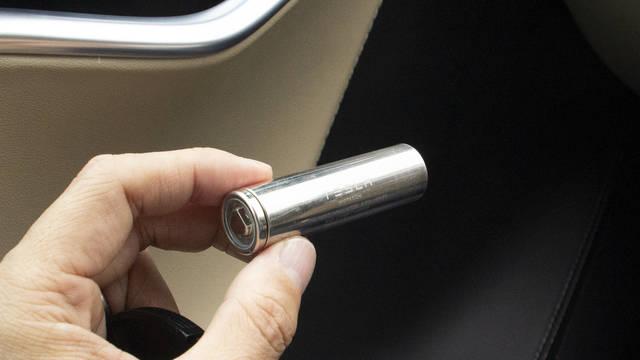 こんな電池が7000個搭載されているそうです(*_*)