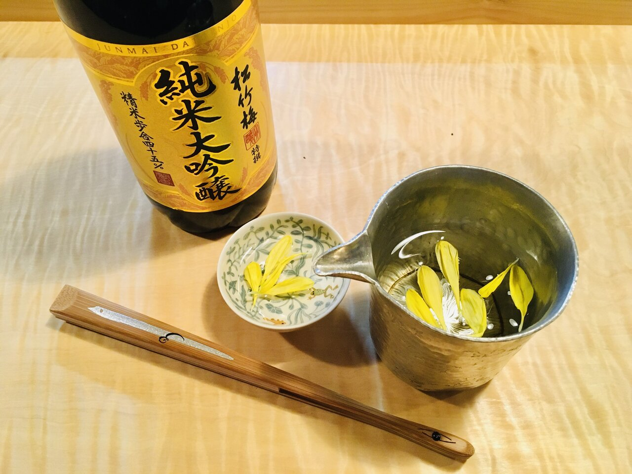 「重陽の節句」を前に、京都の老舗扇子屋の主人が菊酒を楽しむ噺