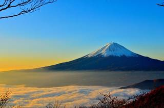 The Attraction of snapping Mount Fuji from 3000 Meters up in the Sky