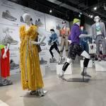 「New Balance」グローバルフラッグシップ7ストアで「990v5」のスペシャルスタイリング展示