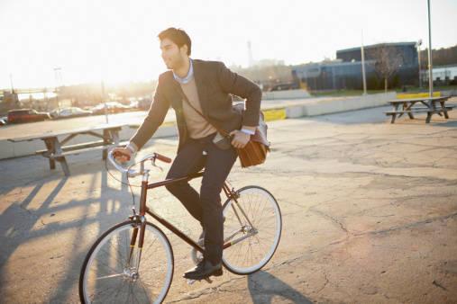 知らなきゃ損!?揃えておきたい自転車通勤の必需品はコレ!