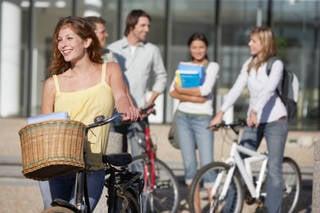 【学校を卒業】自転車に貼った通学許可ステッカーを剥がす