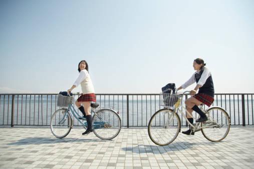 自転車通学で一番辛いのが雨!レインウェアで完全防備しよう