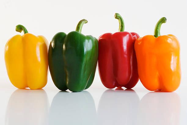赤や黄色、緑…キレイな色には秘密があった?!パプリカについて