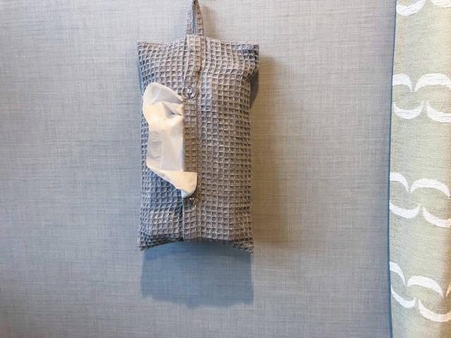 「ティッシュボックスカバー(グレー)」108円