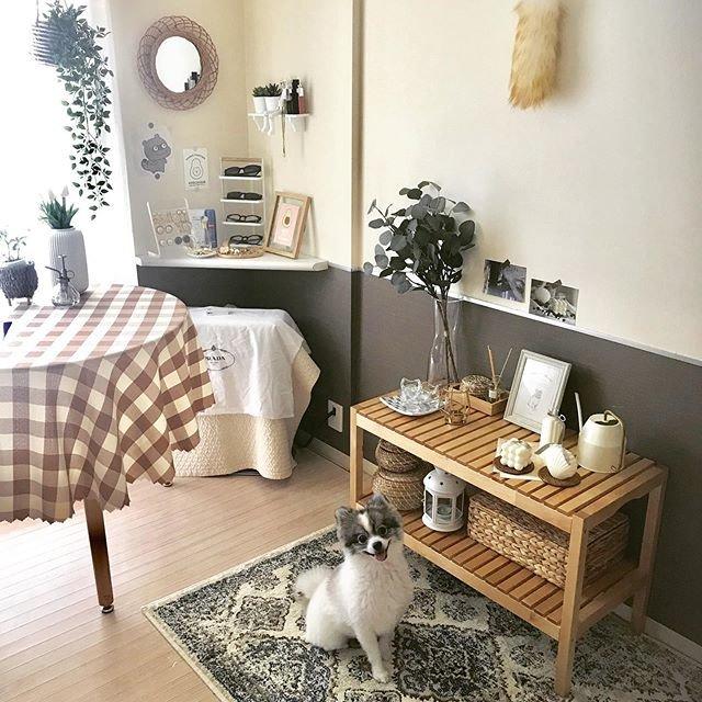 部屋のコーナー下に置かれた備え付けのストーブにはイブル(韓国生まれのキルティングラグマット)をかけて工夫を
