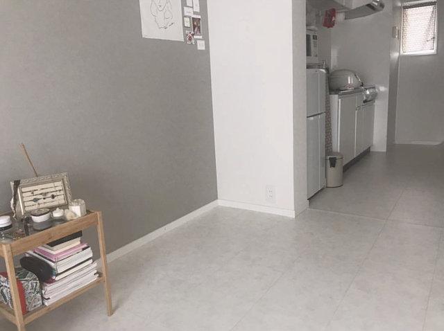 After:白色の床になり明るい印象に!自分で貼ったとは思えないほど綺麗
