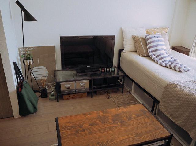 テレビ台はIKEA、ベッドとリビングテーブルは楽天で購入