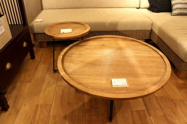(写真奥)FARGO/ラウンドサイドテーブル ¥30,800  (写真手前)FARGO/ラウンドコーヒーテーブル ¥55,000