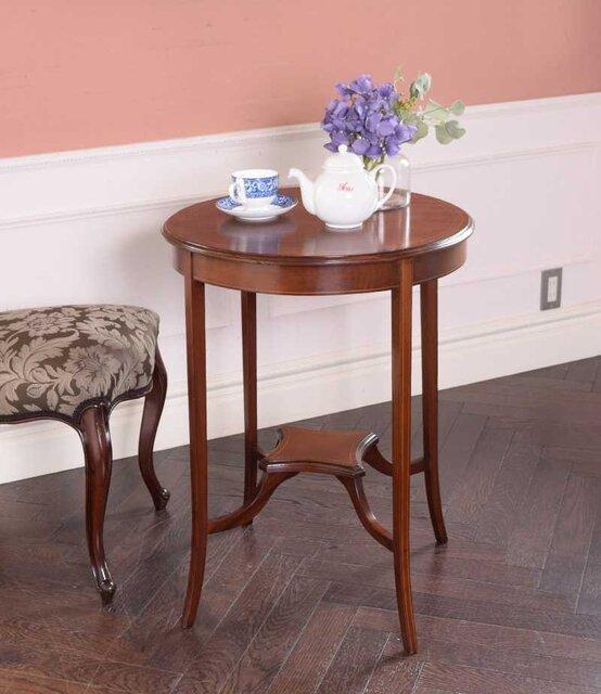 Handle「高級感がある英国家具、美しいアンティークオケージョナルテーブル」
