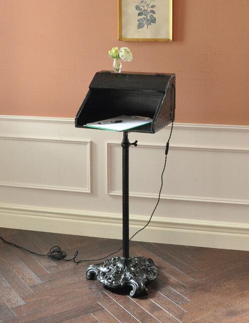 Handle「イギリスの珍しいアンティーク家具、レセプションスタンド」