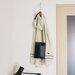 羽織るだけじゃない! 一人暮らしの部屋の生活感を隠すストールの使い方