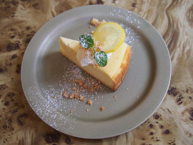 レモンのベイクドチーズケーキ 715円