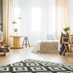 8畳部屋の広さは?一人暮らしで置ける家具やレイアウト実例まとめ - とりぐら|一人暮らしの毎日がもっと楽しく