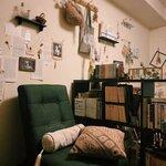 本と古道具に囲まれた、ブックカフェのような1K - とりぐら|一人暮らしの毎日がもっと楽しく