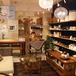 吉祥寺インテリアショップ(KAJA Resort Furniture)