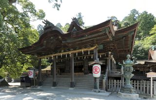 KONPIRA, A GRAND SHRINE LOVED BY LOCALS