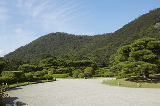 3 REASONS TO VISIT RITSURIN GARDEN IN THE EARLY MORNING