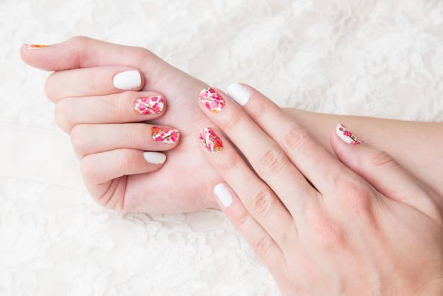 短い爪でもかわいいネイル集!大人女子向けのシンプルなデザインも!