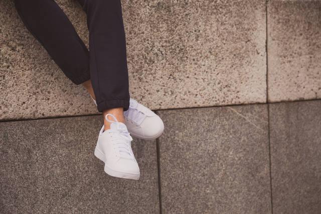 白スニーカーのレディースコーデ2018!春夏におすすめの着こなし方を紹介