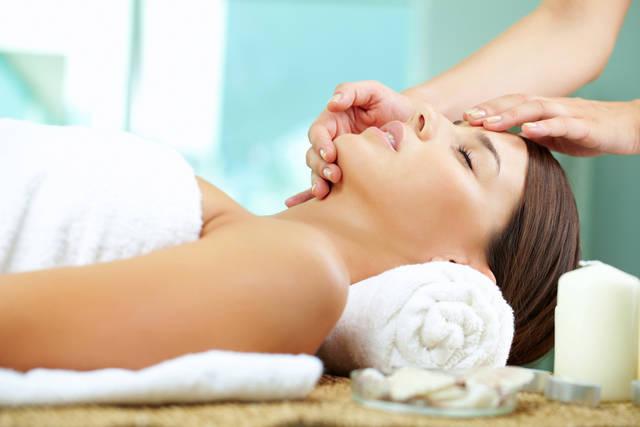 むくみ顔を改善するマッサージ方法は?タイプ別の解消法や原因は何?