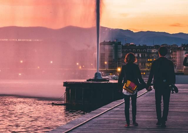 恋人繋ぎをしてくる男性・彼氏の心理は?繋ぎたがる理由や二人の関係性について!