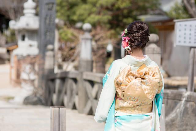 結婚式のお呼ばれゲストで訪問着はOKなの?色選びのコツや着物のマナーは?