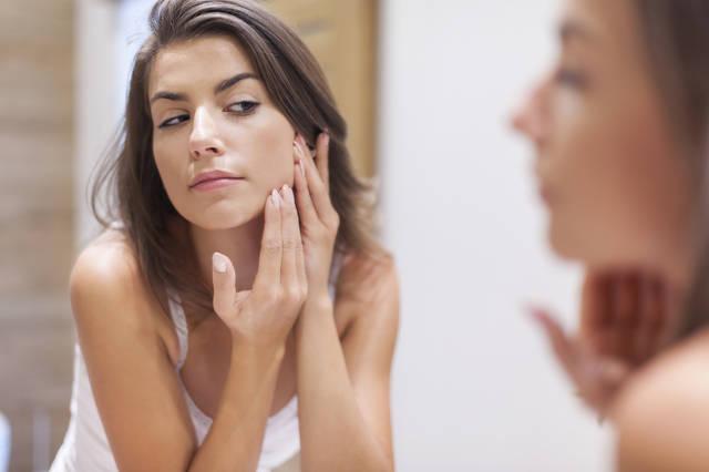 鼻の下ニキビの原因や対策ケアは?予防に効果的な食べ物や洗顔方法